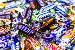 Dulces coloridos de la marca popular fotos de archivo
