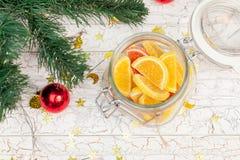 Dulces de la Navidad debajo del árbol Fotografía de archivo