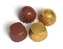Dulces del chocolate con la envoltura de oro Imagen de archivo libre de regalías