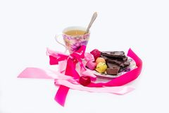 Dulces del chocolate de la postal con té imagen de archivo libre de regalías
