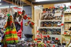 Dulces del chocolate en el soporte durante mercado de la Navidad de Riga Fotos de archivo