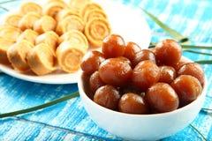 Dulces dulces del coco de la comida del vegano de Diwali del indio con el jamun del gulab Fotografía de archivo libre de regalías