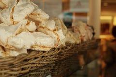 Dulces en una panadería en París Foto de archivo