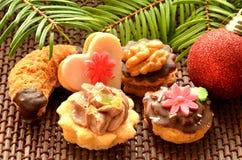 Dulces, galletas y decoración de la Navidad Fotografía de archivo libre de regalías