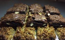 Dulces hechos en casa - flapjacks y brownie Imagenes de archivo