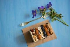 Dulces orientales, halva, sorbete con las nueces Sorbete dulce con las nueces Sorbete hecho en casa fotografía de archivo libre de regalías