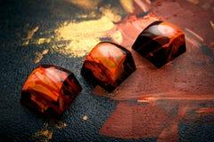 Dulces oscuros hechos a mano únicos del chokolate Fotografía de archivo libre de regalías