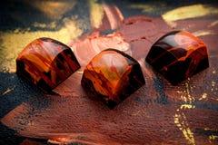 Dulces oscuros hechos a mano únicos del chokolate Imágenes de archivo libres de regalías