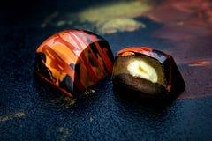 Dulces oscuros hechos a mano únicos del chokolate Imagenes de archivo