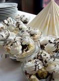 Dulces poner crema azotados húngaros en un vector puesto Fotografía de archivo