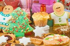 Dulces y decoraciones de la Navidad Fotografía de archivo