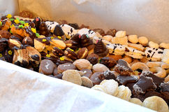 Dulces y galletas de la Navidad en caja Fotos de archivo libres de regalías