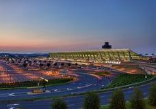 Dulles-Flughafen an der Dämmerung nahe Washington DC stockfotografie