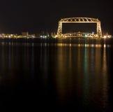 Duluth-Aufzug-Brücke nachts stockbild