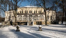 Dum de Spolecensky dans la ville de Karvina - de Darkov dans la République Tchèque pendant l'hiver photo stock