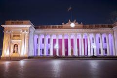 Duma municipal en Odessa en la noche, Ucrania - 4 de marzo de 2017 Vieja arquitectura en la noche, Duma Square Fotos de archivo libres de regalías