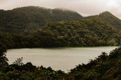 Dumagette, Negros, ФИЛИППИНЫ - 6-ое февраля 2018: Близнецы озер гор стоковое фото
