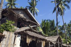 Dumaguete, Φιλιππίνες - 1 Νοεμβρίου 2017: Κατάστημα αναμνηστικών με την εγγενή διακόσμηση Αγροτικό φυλετικό σπίτι με την ξηρά στέ Στοκ φωτογραφία με δικαίωμα ελεύθερης χρήσης