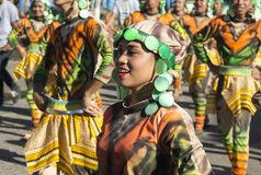 Dumaguete, Filipiny - 16 Wrzesień, 2017: Sandurot festiwalu aktor w obywatelu odziewa zdjęcia royalty free