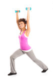 Mulher que exercita com Dumbbells Fotos de Stock