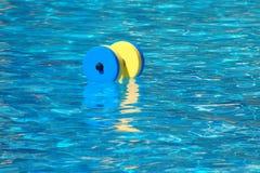 Dumbbell für Wasser Aerobics Stockfotos