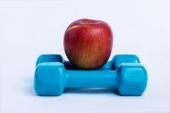 Dumbbell i jabłko Zdjęcia Royalty Free