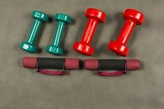 Dumbbells z różnymi ciężarami Zdjęcie Royalty Free
