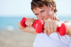 dumbell άσκηση Στοκ φωτογραφίες με δικαίωμα ελεύθερης χρήσης
