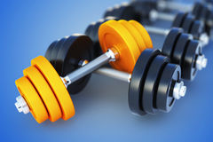 Dumbell sur le fond bleu Photo libre de droits
