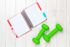 Dumbells and notepad for copy space Royalty Free Stock Photos