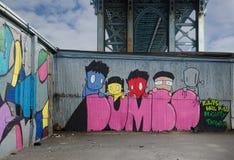 DUMBO-Graffiti - neer onder de Brug van Manhattan. Royalty-vrije Stock Foto