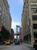 DUMBO y puente de Brooklyn imagenes de archivo