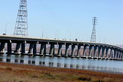 Dummbarton在南旧金山湾,加利福尼亚,美国的路桥梁 库存图片