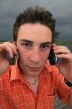 Dummer Kerl mit Telefon Lizenzfreies Stockbild