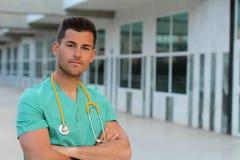 Dumnej pielęgniarki studencki ono uśmiecha się z kopii przestrzenią obrazy stock