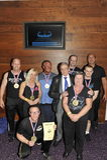 Dumni konkursanci pokazuje ich trofeum i medale Obrazy Royalty Free