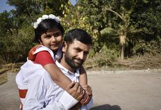 Dumny ojciec z jego córką zdjęcia royalty free