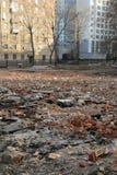 Dumpa av konstruktionsavfalls i stad Royaltyfria Foton