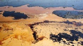 Dumpa giftlig avfalls, olje- lagunföroreningsvatten och jord Arkivbild