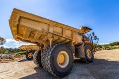 Dumper ciężarówki na budowie zdjęcia royalty free