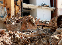 Dumping del secchio dell'escavatore Fotografia Stock Libera da Diritti