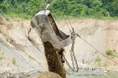 Dumping des Eimers Stockbild