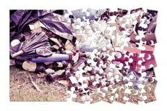 Dumping illégal dans la nature - image de concept dans le puzzle denteux s photos libres de droits