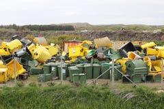 Dumpsters op een vuilnisstortplaats Stock Foto