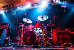 Dums, amplifikator na pustej scenie/ Zdjęcia Royalty Free