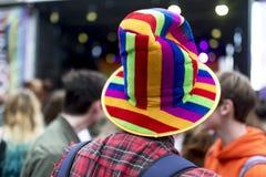 Dumy LGBT festiwalu tęczy flaga kapelusz obraz stock