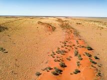 Duna de areia vermelha grande no interior Austrália foto de stock