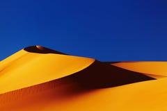 Duna de arena en el desierto de Sáhara Imágenes de archivo libres de regalías