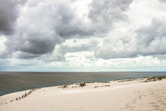 Duna de arena en el golfo de Curonian imágenes de archivo libres de regalías