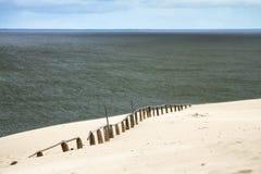 Duna de arena en el golfo de Curonian Fotografía de archivo libre de regalías